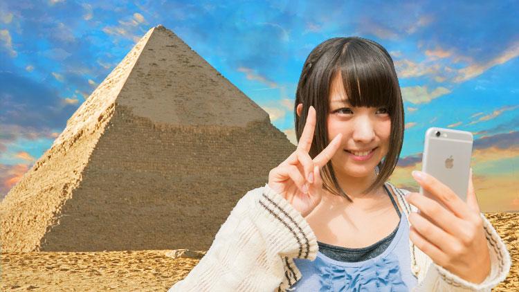 イメージスライド21 ピラミッドと自撮り